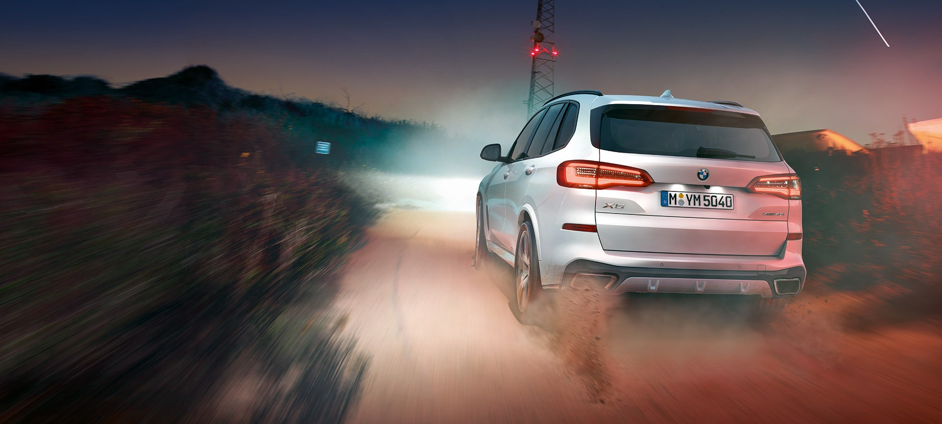 Intelligent yet stylish light features make the new BMW X5 hard to miss. At the forefront is the remarkable Laserlight technology.