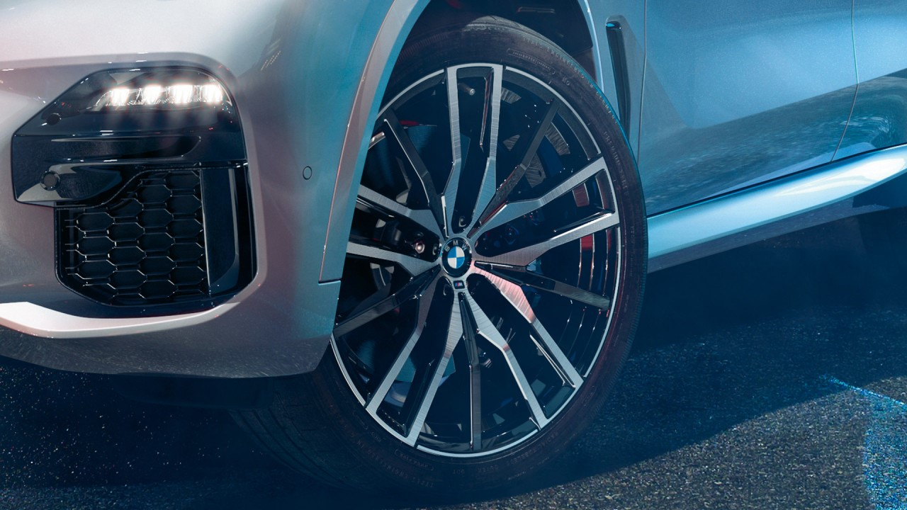 "Giving the new BMW X5 side profile extra oomph are the stylish 19"" light alloy wheels (image shown with optional 22"" wheels)."