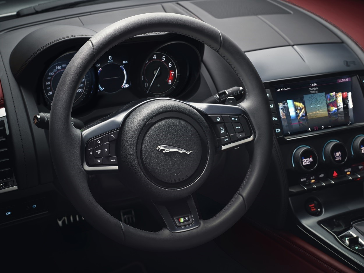 F-TYPE-SVR-interior-steering-wheel