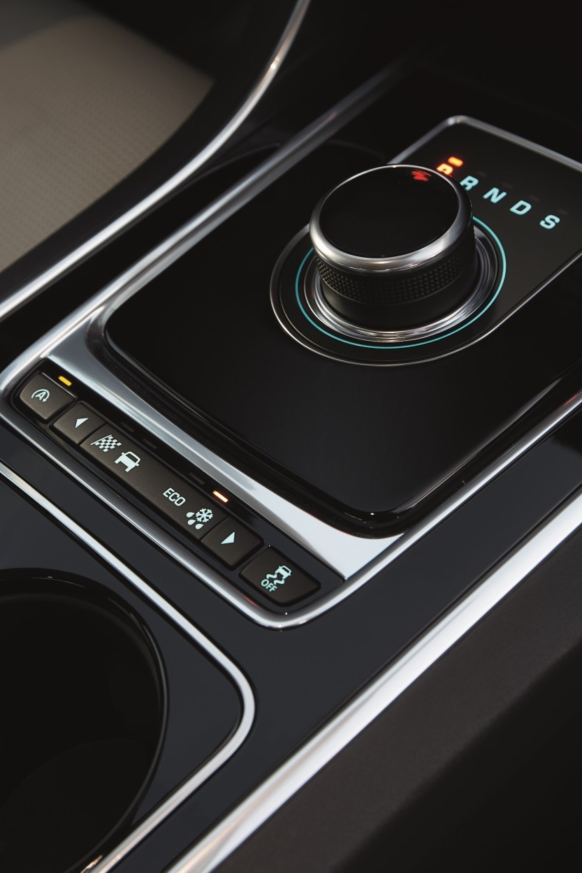XE-interior-automatic-gears