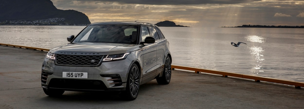 2017-Q4-New-Car-Slideshow-Velar-grey-18MY