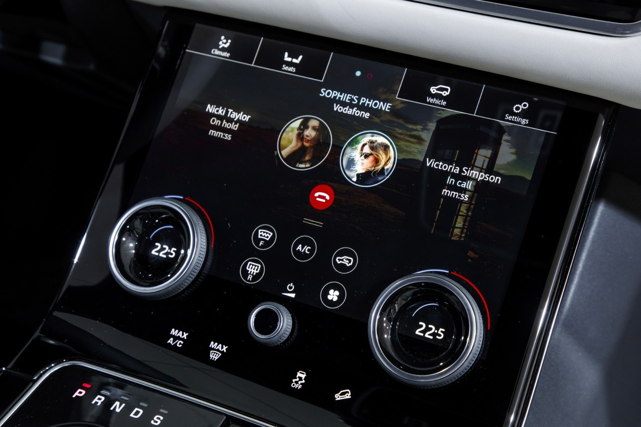 2017-Q4-New-Car-Slideshow-Velar-interior-panel-18MY