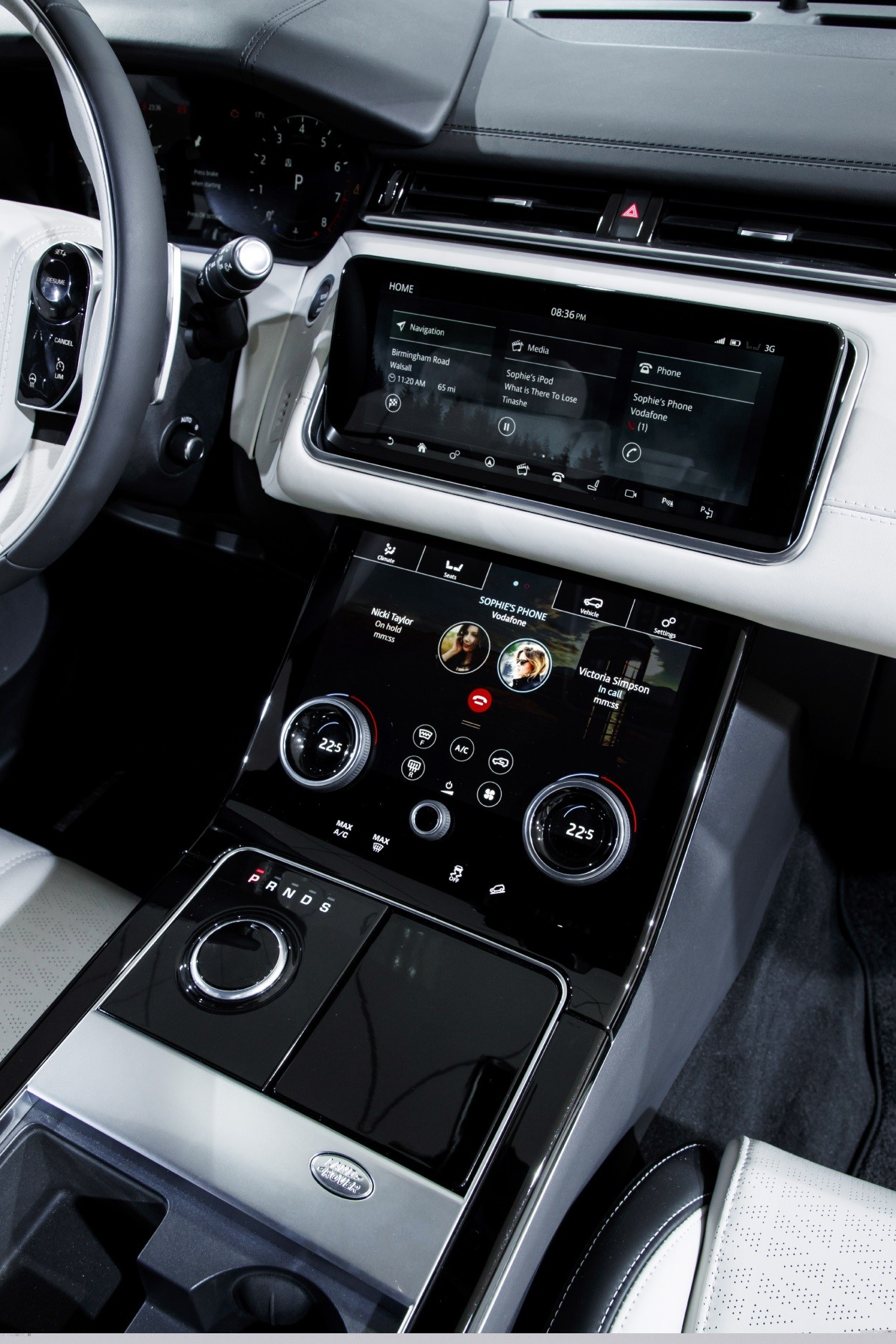 2017-Q4-New-Car-Slideshow-Velar-interior