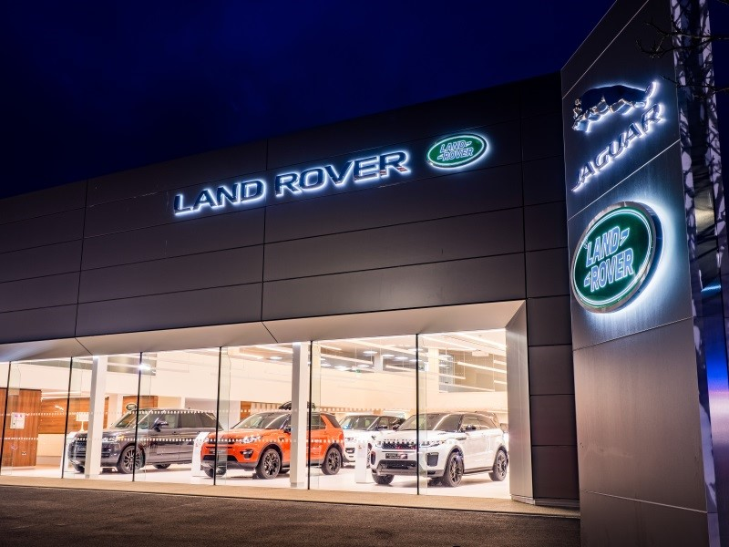 2017-Q4-News-night-land-rover-carlisle-benefits-of-buying-auv