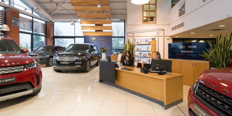 2018 Q1 Lloyd Land Rover Ripon showroom