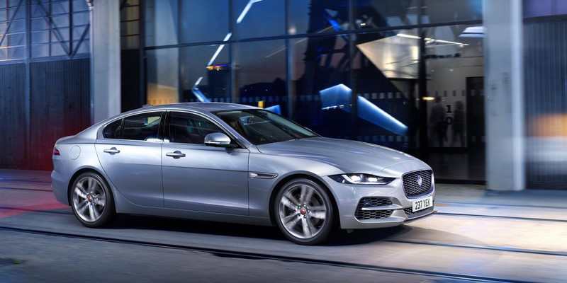 Jaguar XE, the new XE, Side of the new XE, new XE silver