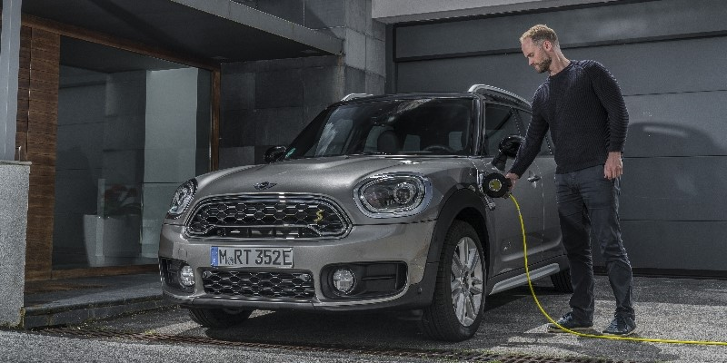 MINI_COUNTRYMAN_PHEV_HEADER_CHARGING