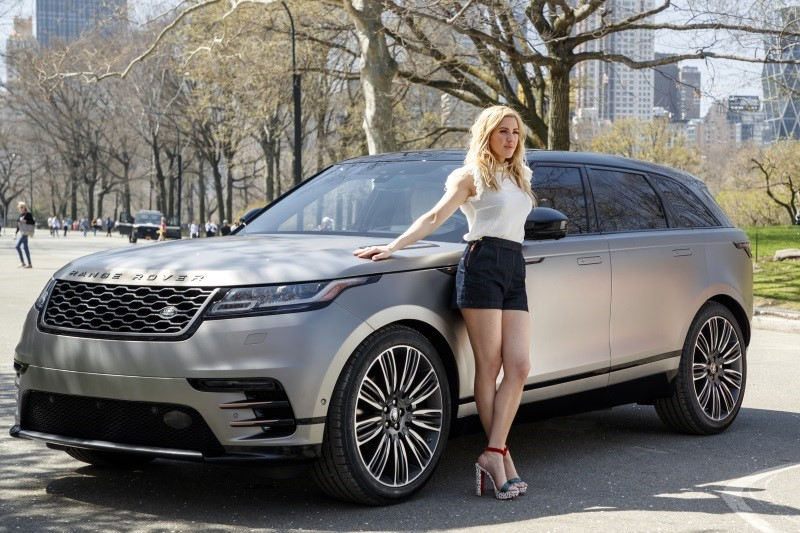 ELLIE GOULDING DRIVES NEW RANGE ROVER VELAR IN NEW YORK