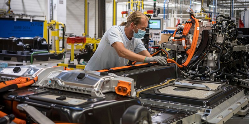 Volvo-Cars-to-triple-electric-production