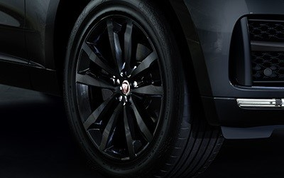 2018-Q1-Offers-F-PACE-Black-Edition-Black-alloy-wheels