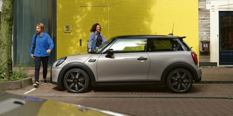 MINI-3-Door-Hatch-2021-Offers-Image-1
