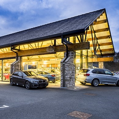 External picture of a Lloyd BMW retail centre