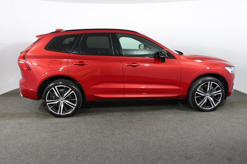 Used VOLVO XC60 2.0 B5D R DESIGN Pro 5dr AWD Geartronic